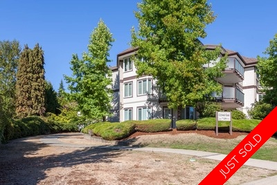 Edmonds Condo for sale: Crystal Gate 2 plus den, ground level corner unit, 1,100 sq.ft. (Listed 2017-09-25)